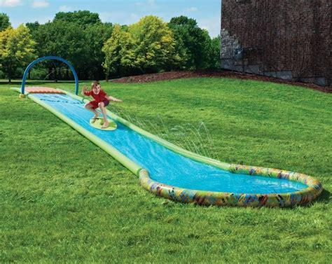 Spielideen Für Kleinkinder  Wasserrutsche Im Garten