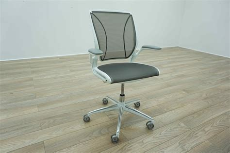 Humanscale Diffrient World Chair Used by Humanscale Diffrient World White Grey Mesh Office Task