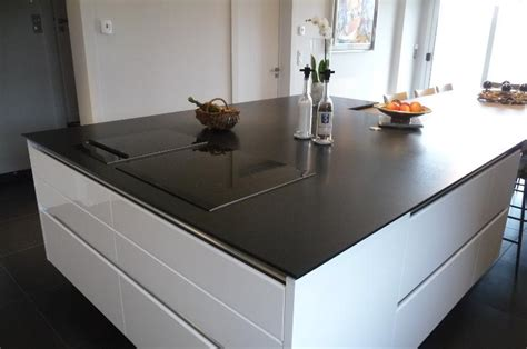 plan de travail central cuisine plan de travail de cuisine en granit noir en ilot