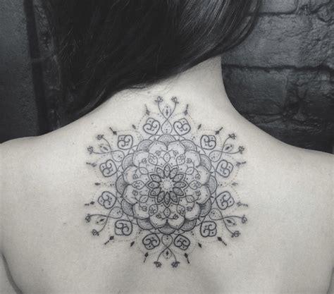 tatouage mandala dans le dos