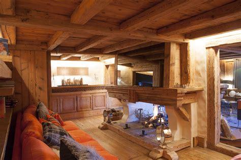 chambre avec lambris chalets à megève architecture et styles design ou
