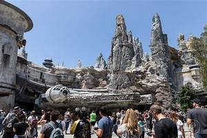 A review of Star Wars Land's incredible opening day at ...
