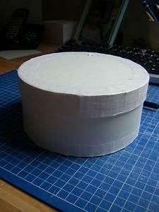 Boite En Carton À Décorer : le tuto pour une boite ronde a faire vite cartonnage boite en carton et carton ~ Melissatoandfro.com Idées de Décoration