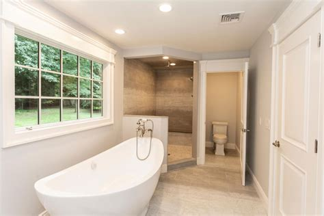 soaking tub bathroom ideas