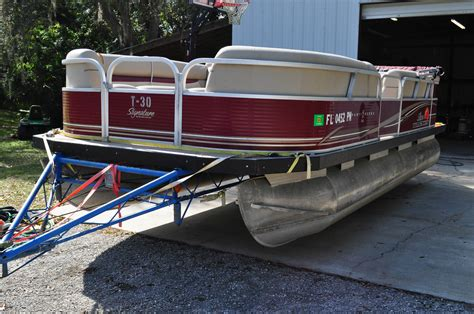 sun tracker  ft deluxe party barge pontoon   sale