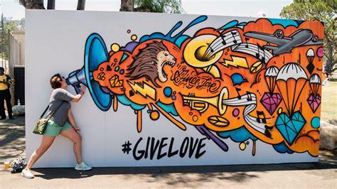 Graffiti X Ips 1 : Interactive Give Love Graffiti Canvas In La