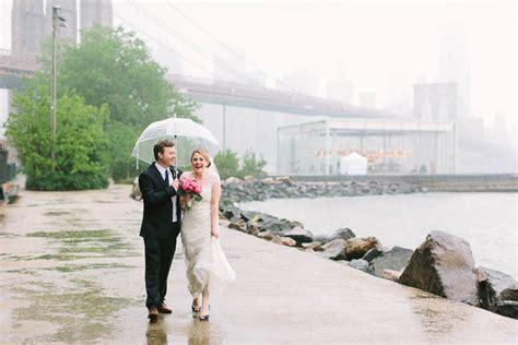 tips  gracefully handling rain   wedding day