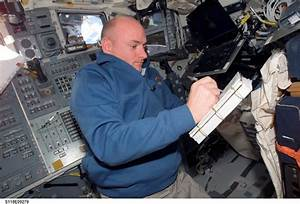NASA's Twin Astronauts Volunteer as Guinea Pigs for Space ...