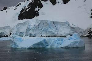 File Iceberg And Glacier In The Lemaire Channel