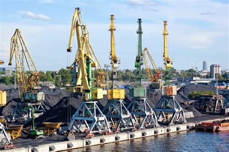 Baltijas valstu ostās pirmajos piecos mēnešos kravu ...