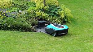 Gardena Rasenmäher Roboter : gardena rasenm her roboter parkt ein per app youtube ~ Frokenaadalensverden.com Haus und Dekorationen