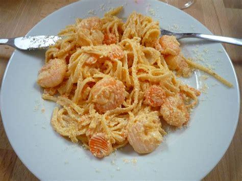 cuisiner les crevettes linguine crevettes mascarpone et carottes la cuisine