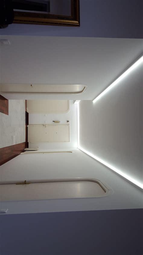 bande led cuisine stunning ruban led plafond clairage corniche plafond with