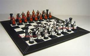 Medieval Times Crusades Warrior Red  U0026 White Chess Set