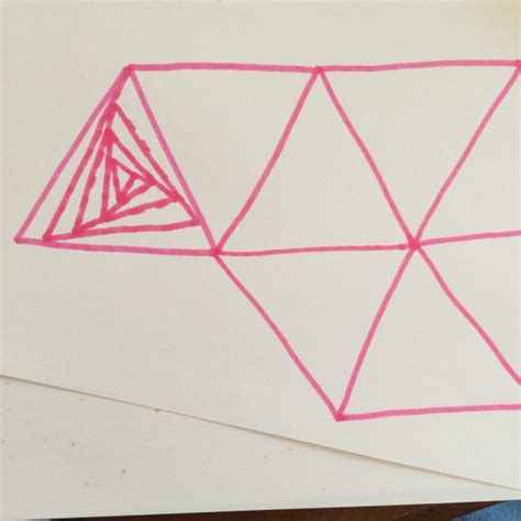 Draw Optical Illusions Templates by Optical Illusion Drawing Colourful Minds
