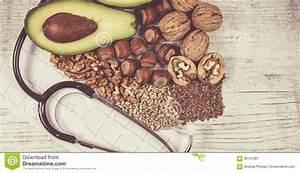 Omega 3 Fettsäuren Lebensmittel : quellen von omega 3 fetts uren enthalten im lebensmittel stockbild bild von nahrung ~ Frokenaadalensverden.com Haus und Dekorationen