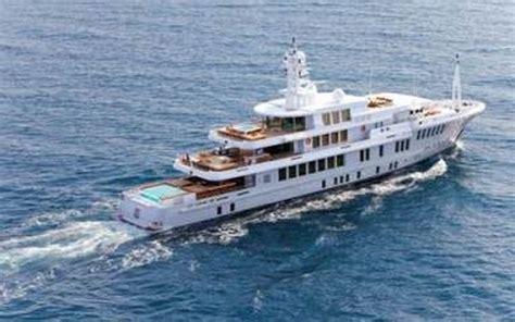 luxury mega yacht yogi    rent