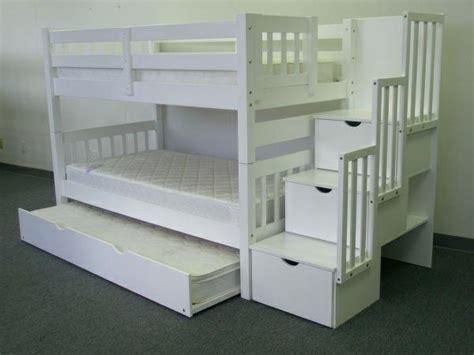 hochbett weiss das richtige mit treppe im kinderzimmer