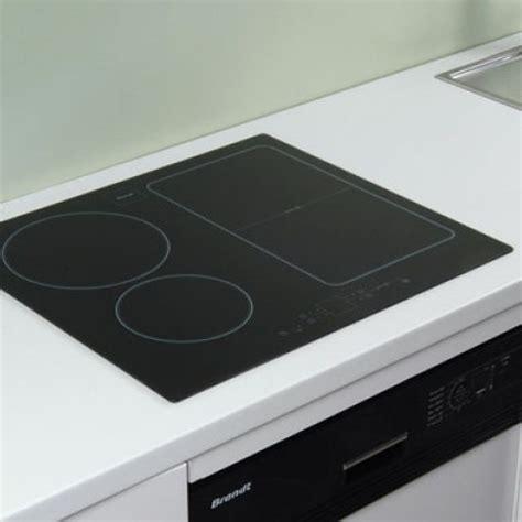 prise electrique encastrable plan de travail cuisine table de cuisson à induction encastrée sur le plan de travail