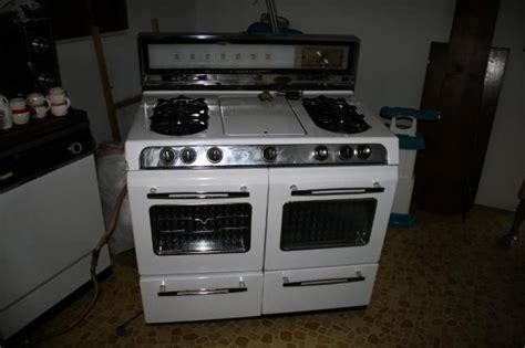 1950s O'Keefe & Merritt Gas Stove   Hidden Treasures