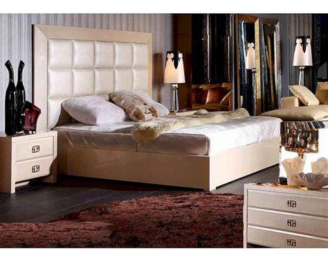 Modern Style Champagne Bedroom Set 44b220set