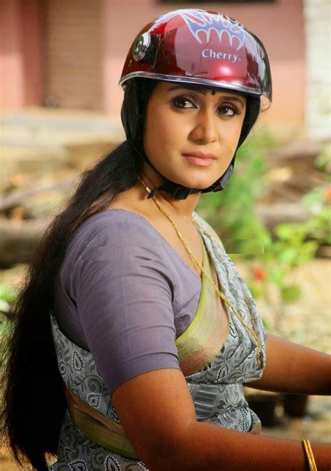 rajshri nair hot saree  malayalam tv serial actress