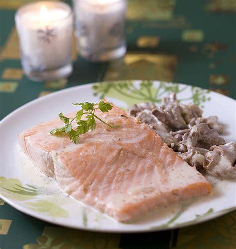 cuisiner le pavé de saumon pavé de saumon aux girolles les meilleures recettes de