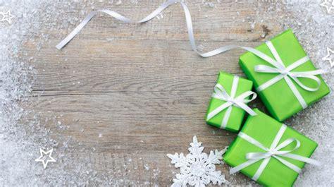 Green Christmas Gifts Snow Stars