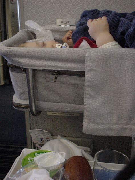 siege bebe avion siege bebe avion 46 images voyage en avion avec bébé