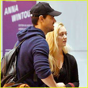Billie Lourd Shows Taylor Lautner Some of Her Mom Carrie ...
