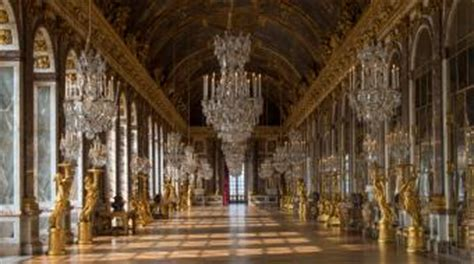 discover palace of versailles