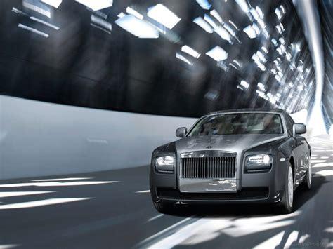 Rolls Royce Ghost On Road Wallpaper