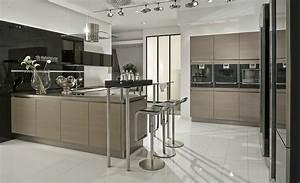 Küchen In U Form : grifflose holzk che in u form ~ Frokenaadalensverden.com Haus und Dekorationen