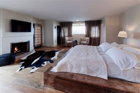 cowhide rugs and a few ways of using them in your interior - Cowhide Bedroom