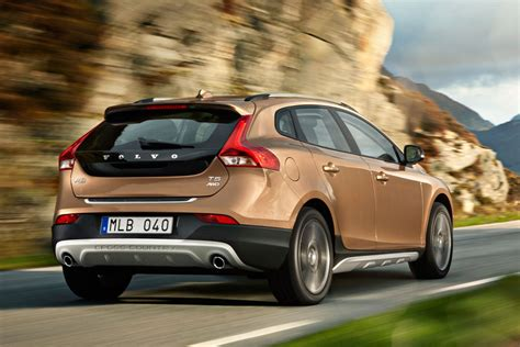 Volvo V40 Cross Country Photo by Volvo V40 Cross Country 2013 Pictures 2 Of 21 Cars
