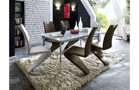 Son confort et son design, si elle se remarque pour sa ligne, elle. chaise de salle a manger design torino b