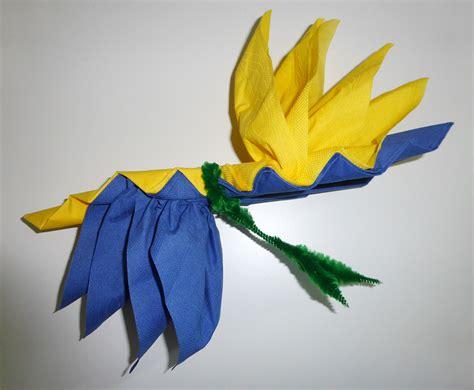 pliage de serviette de table en forme d oiseau du paradis r 233 aliser une fleur oiseau du paradis
