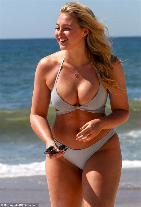 Curvy Model Iskra Lawrence On Why She S Healthier Now She S A Size Daily Mail Online