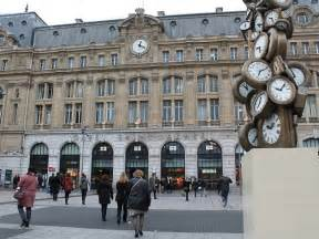 Restaurant Gare Saint Lazare : 24 heures saint lazare ~ Carolinahurricanesstore.com Idées de Décoration