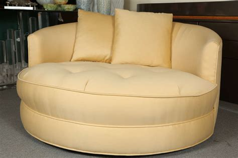 Circular Settee by Lovely Circular Tufted Settee By Milo Baughman At 1stdibs
