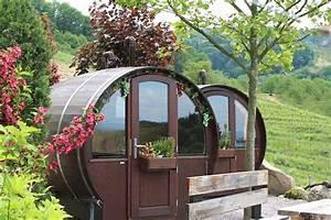 Schlafen Im Weinfass Sasbachwalden : stanze all 39 interno di enormi botti per il vino in questo b b in germania keblog ~ Eleganceandgraceweddings.com Haus und Dekorationen