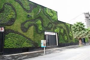 Green, Wall