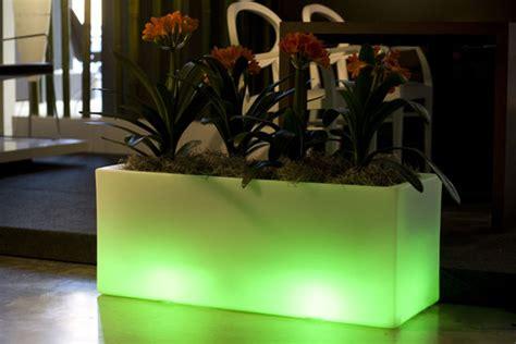 Outdoor Garden Pots with Built-In Lighting - Llum By