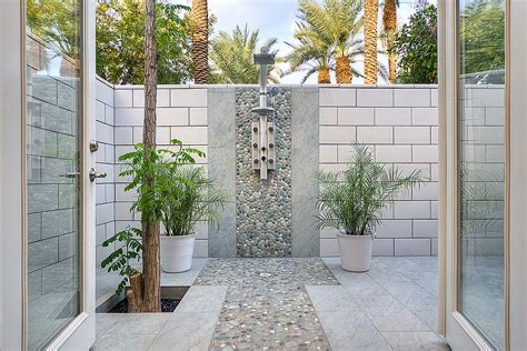Outdoor Showers :  Hot Bathroom Trends To Try Out This Summer