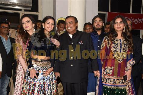 Bollywood News Groom Sings Hindi Songs Guests Perform