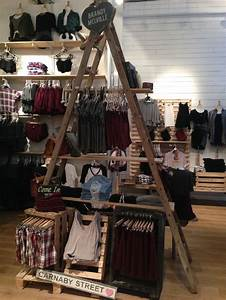 Brandy Melville interior store layout- use of large ...