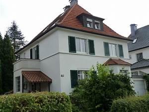 Haus Mit Fensterläden : fensterl den fensterl den pinterest haus fensterl den 1930 haus und haus aussenbereiche ~ Eleganceandgraceweddings.com Haus und Dekorationen