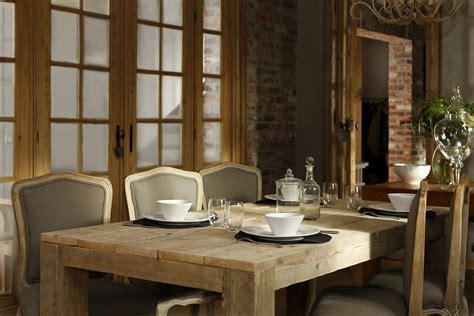 table a manger et chaise ambiance cosy et shabby chic pour cette salle à manger