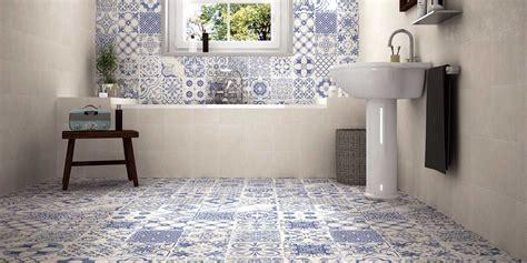 plinthe meuble cuisine carrelage style ciment à décors blanc cassé et bleu skyros