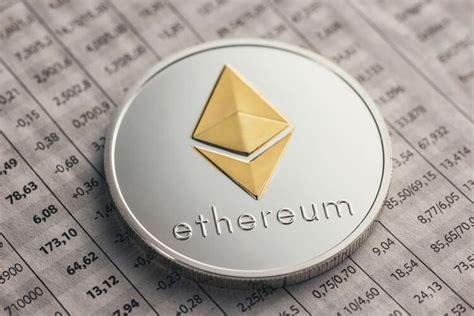 Bitcoin Price Climbs Up as Futures Launch | Total Bitcoin